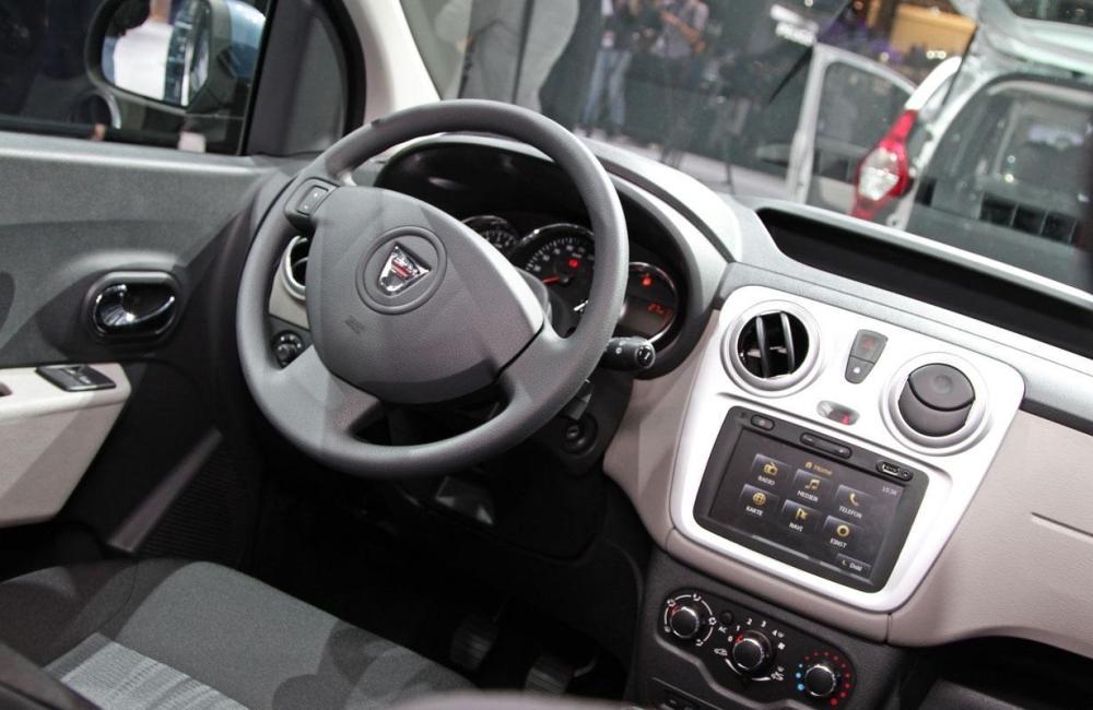 Фото салона обновленного Renault Logan